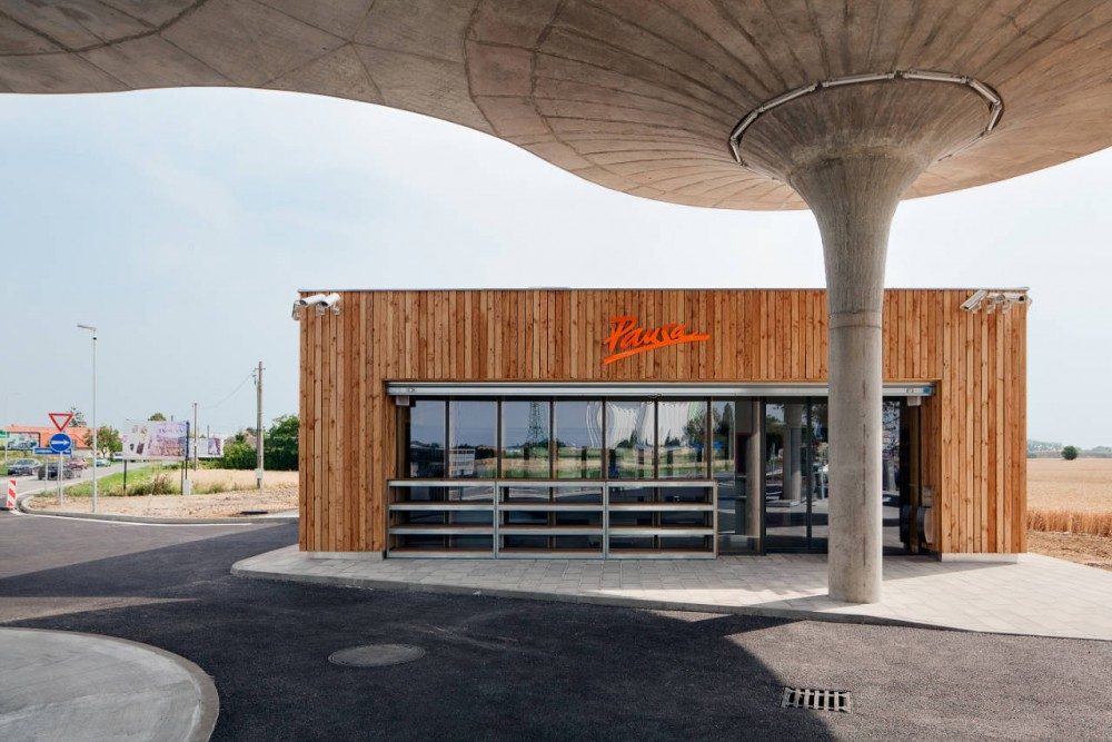 Gas Station / Atelier SAD