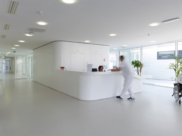 Private Clinic in Champigny / Atelier Zündel & Cristea