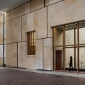 The Barnes Foundation Building / Tod Williams + Billie Tsien (34) View of Collection Gallery and Gallery Garden from Light Court. The Barnes Foundation, Philadelphia.  2012 Tom Crane
