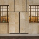 The Barnes Foundation Building / Tod Williams + Billie Tsien (30) View of the Light Court, looking into the Collection Gallery. The Barnes Foundation, Philadelphia.  2012 Tom Crane