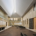 The Barnes Foundation Building / Tod Williams + Billie Tsien (29) View of the Light Court, looking east. The Barnes Foundation, Philadelphia.  2012 Tom Crane