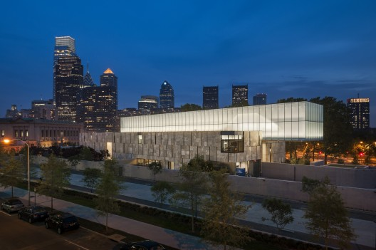 Looking south east at night. The Barnes Foundation Philadelphia. © 2012 Tom Crane