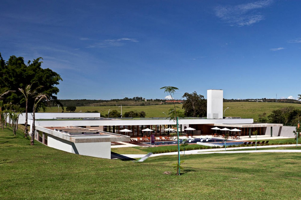 Alphaville Brasilia Club House / DOMO Arquitetos