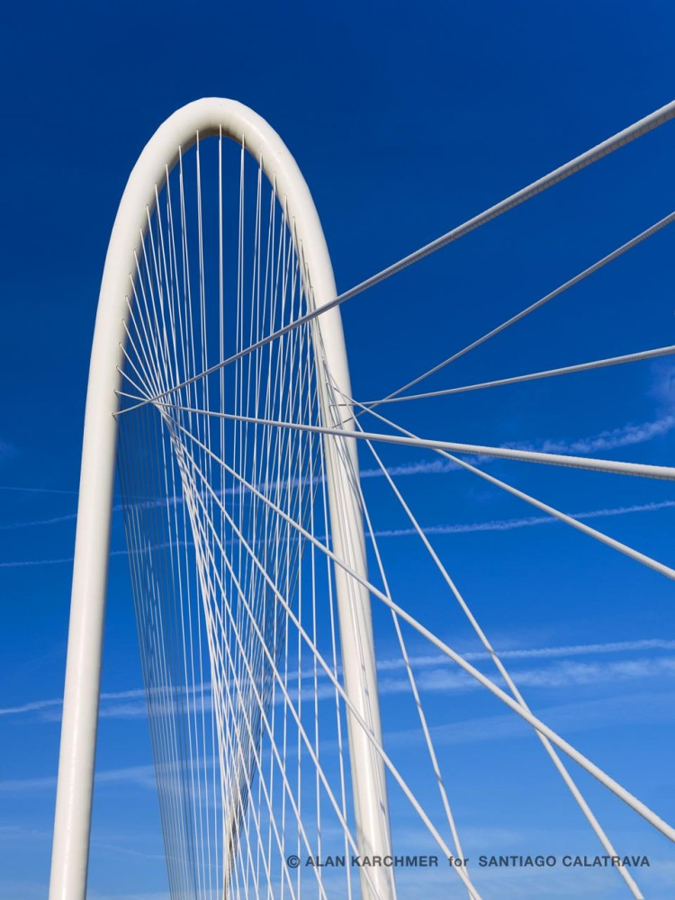 Margaret Hunt Hill Bridge / Santiago Calatrava