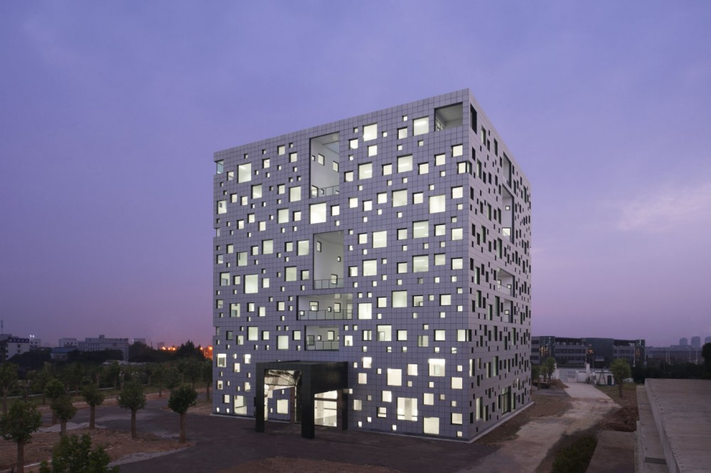 Cube Tube in Jinhua / SAKO Architects