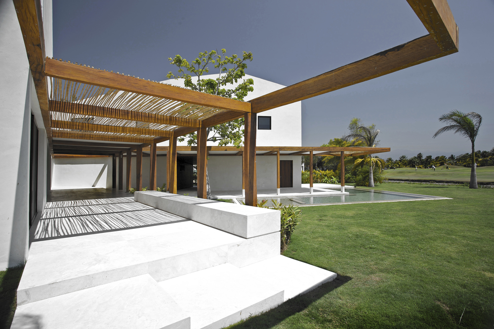 SC PTV House / Luis Aldrete Architects