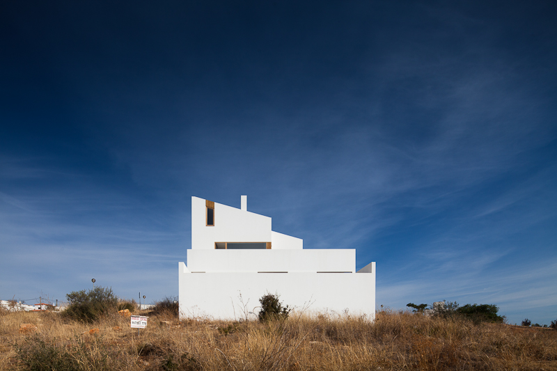 House in Mexilhoeira-Grande / Marco Arraiolos