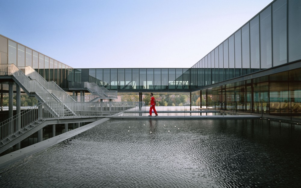 Ferrari Operational Headquarters and Research Centre / Studio Fuksas