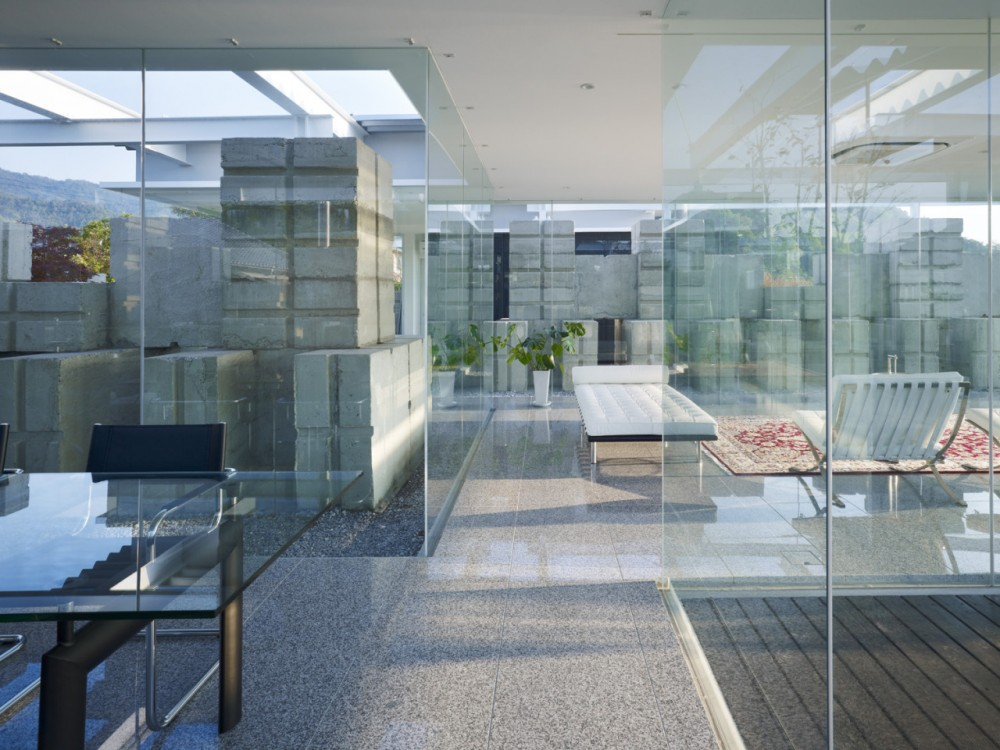 Glass House for Diver / naf architect & design