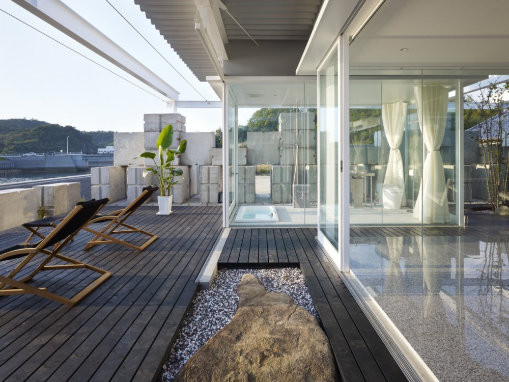 Glass House for Diver / naf architect &amp; design