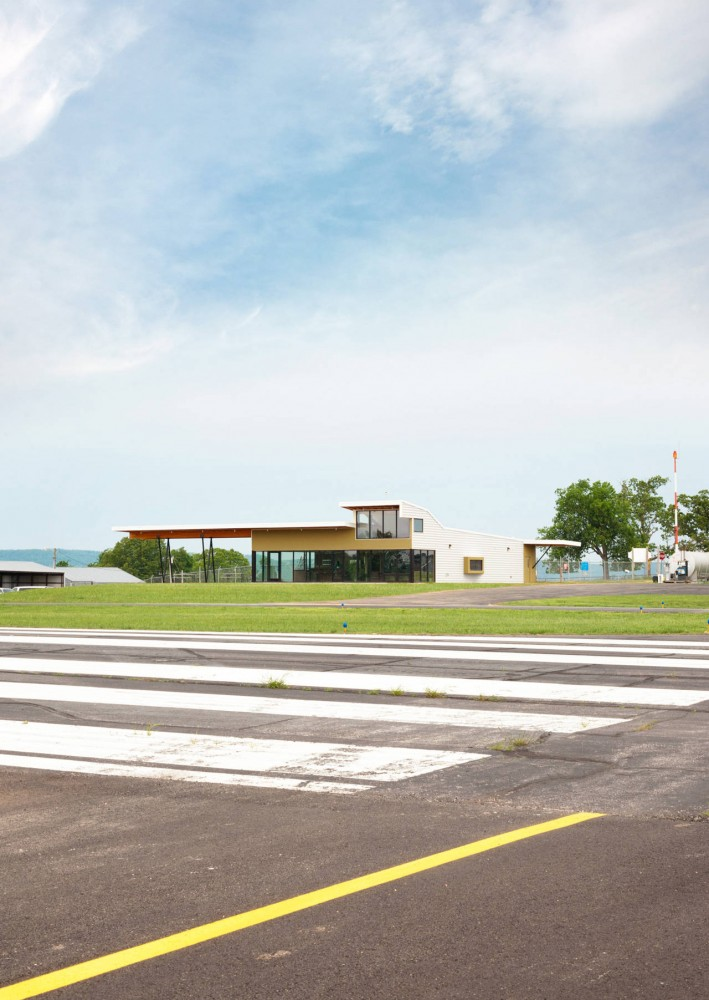 Carroll County Airport Terminal / Modus Studio