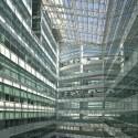 19-atrium and solar shaft - Albert Lim Solaris Fusionopolis 2B, One North, Singapore / TR Hamzah and Yeang © Albert Lim