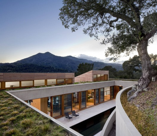 Une maison qui se fond dans le paysage blog archionline for Architecture qui se fond dans le paysage