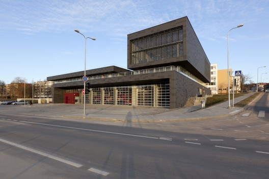 Fire Station in Vilnius / Laimos ir Ginto Projektai (2)  Raimondas Urbakaviius