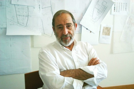 lvaro Siza wins Golden Lion for Lifetime Achievement (1) Alvaro Siza Vieira, Golden Lion for Lifetime Achievement of the 13th International Architecture Exhibition  la Biennale di Venezia. Courtesy: lvaro Siza office