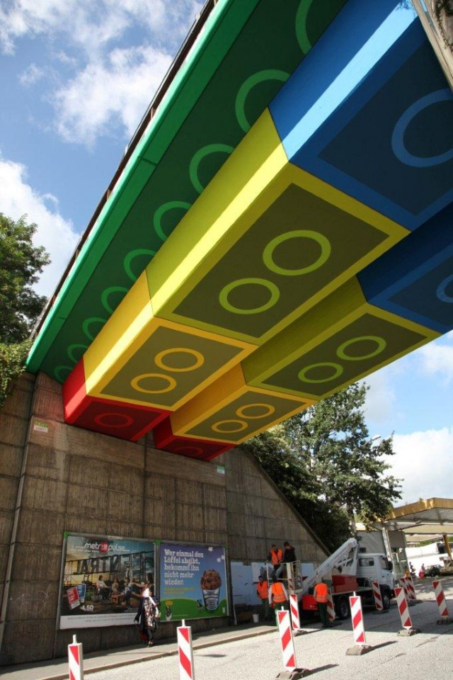 LEGOs Hack Bridge in Germany