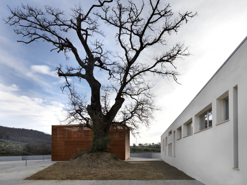 Health Centre and Houses for Elderly People / IPOSTUDIO Architects
