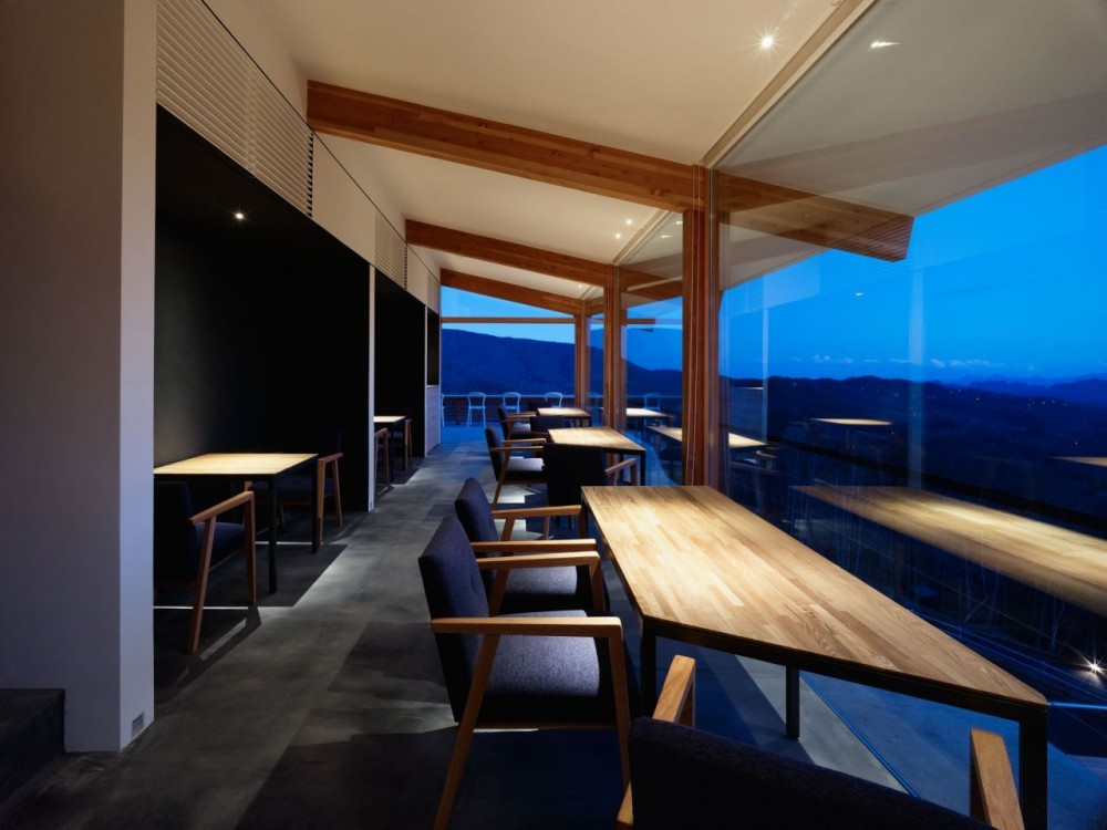 Cafe Aura / Takato Tamagami