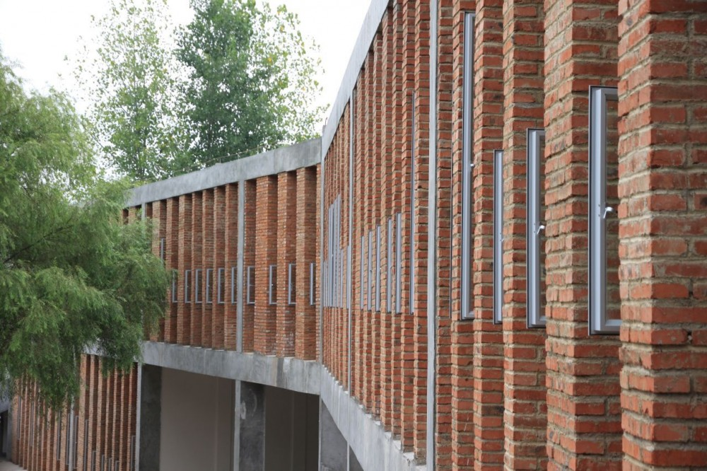 Tongjiang Recycled Brick School / Rufwork