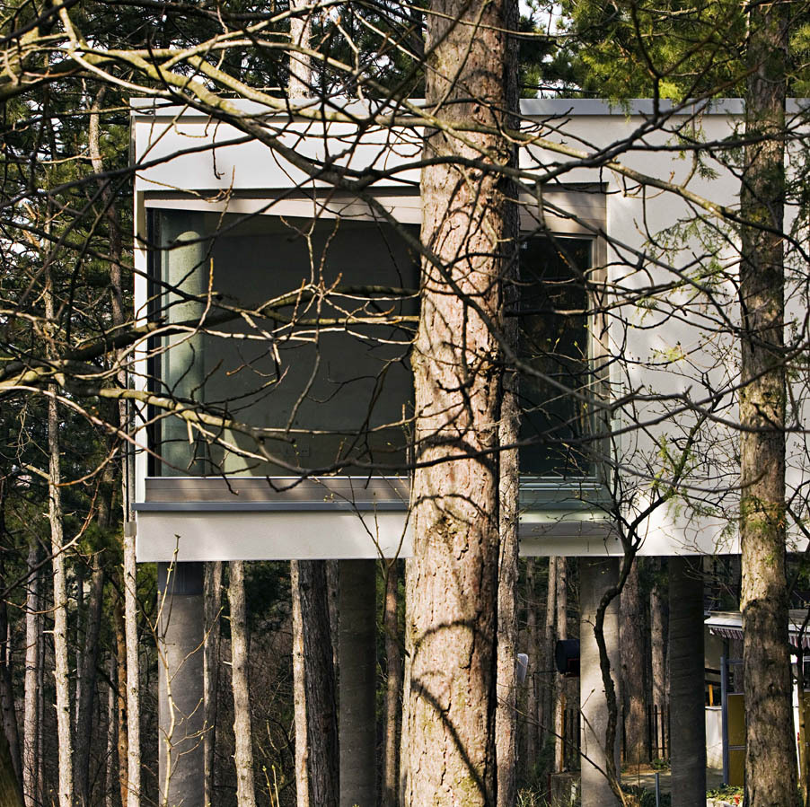 Summer house on pillars / munkacsoport.net