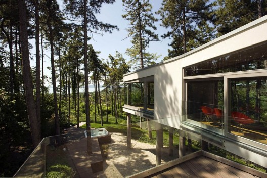 Summer house on pillars / Allhitecture  Tamas Bujnovszky