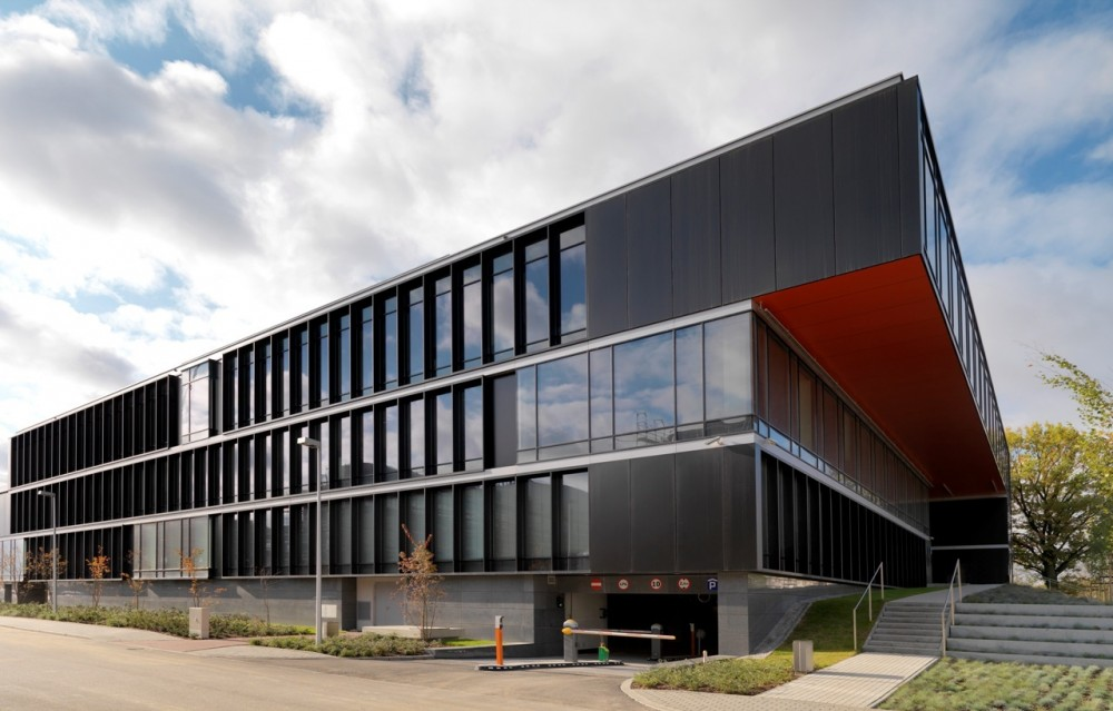 Pol-Aqua Company Headquarters / Hermanowicz Rewski Architekci