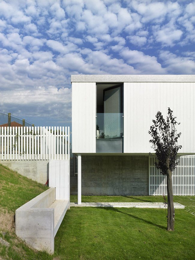 Seven Modular Housing in Covas / Salgado e Liñares Architects