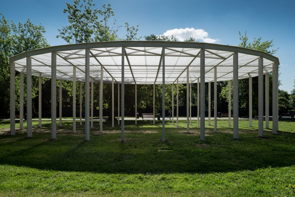 Oval shade in Gorky Park / Bureau Alexander Brodsky