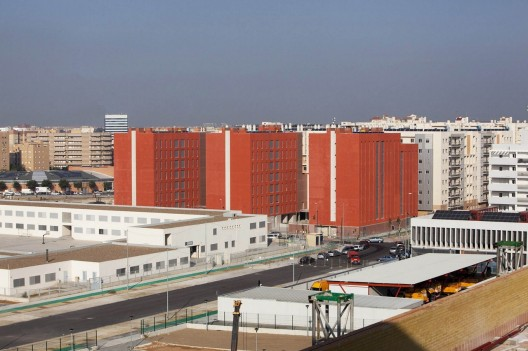 108 Dwellings in Polígono Aeropuerto / Enrique Abascal García Courtesy of Clemente Delgado