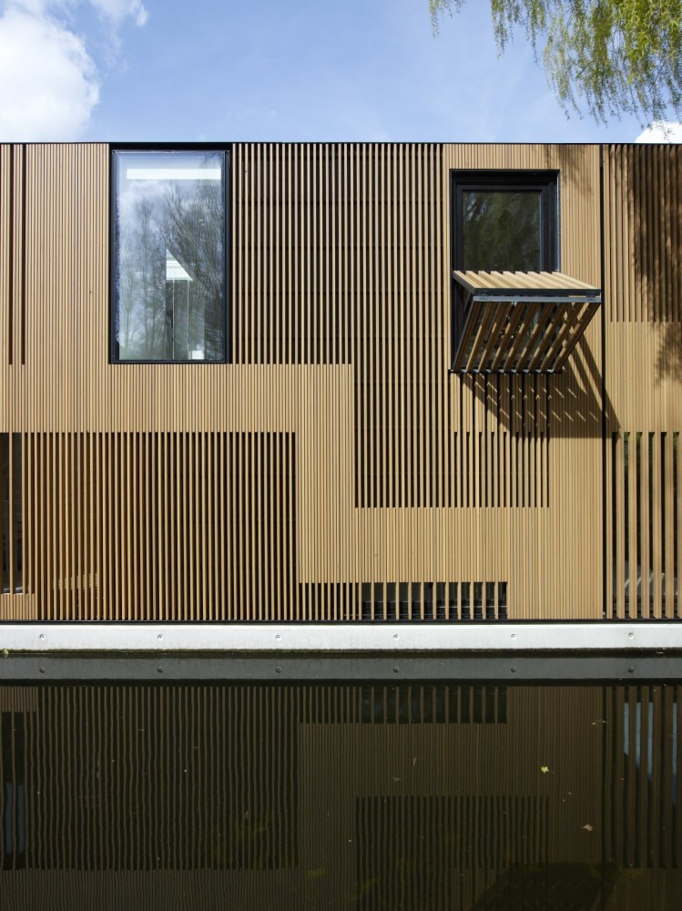 Water Villa / Framework Architects + Studio Prototype
