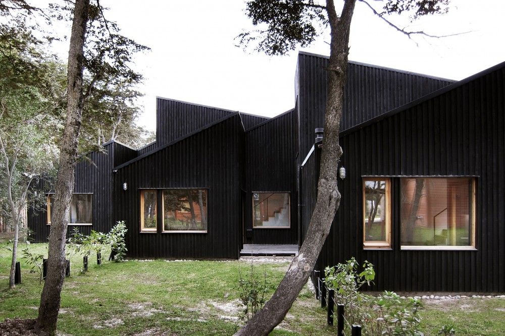 CLF Houses / Estudio BaBO