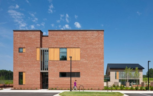 Triangle Brick Headquarters / Pearce Brinkley Cease + Lee © Jonathan Hillyer