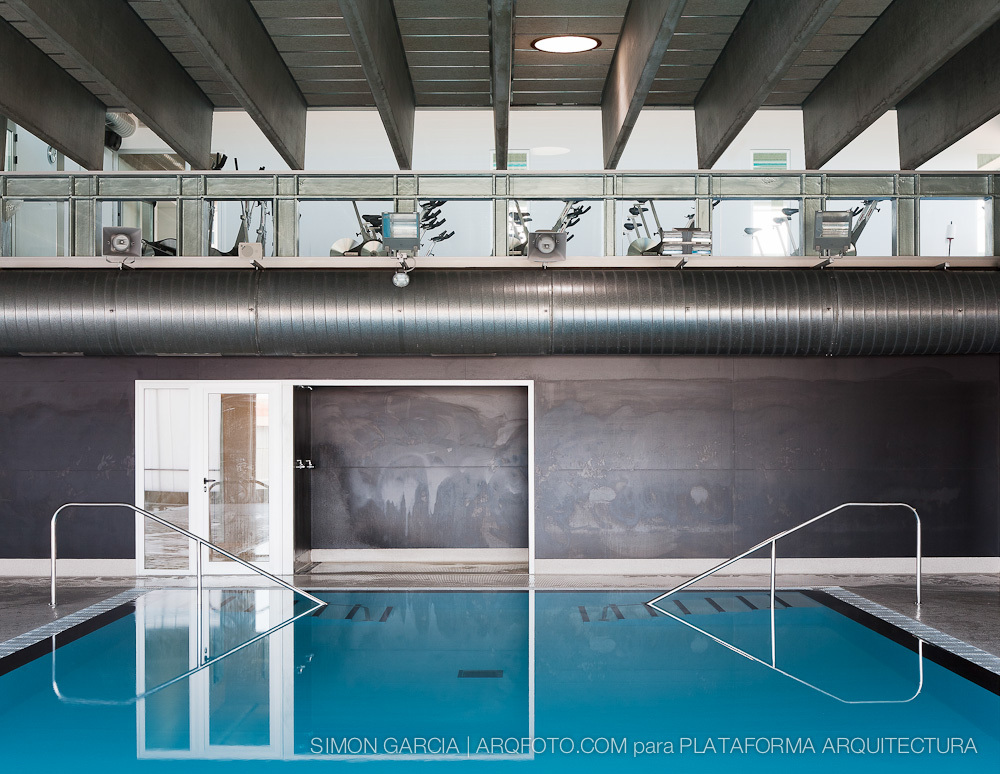 Swimming Pool / Pich-Aguilera Architects