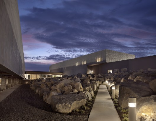 U.S. Commercial Port of Entry & Border Station / Robert Siegel Architects © Paul Warchol