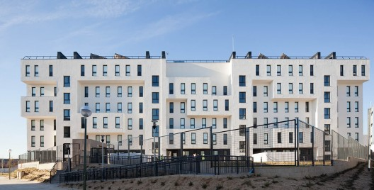 42 Social Housing in the New District of Barajas / B10+N Architects © Miguel de Guzmán