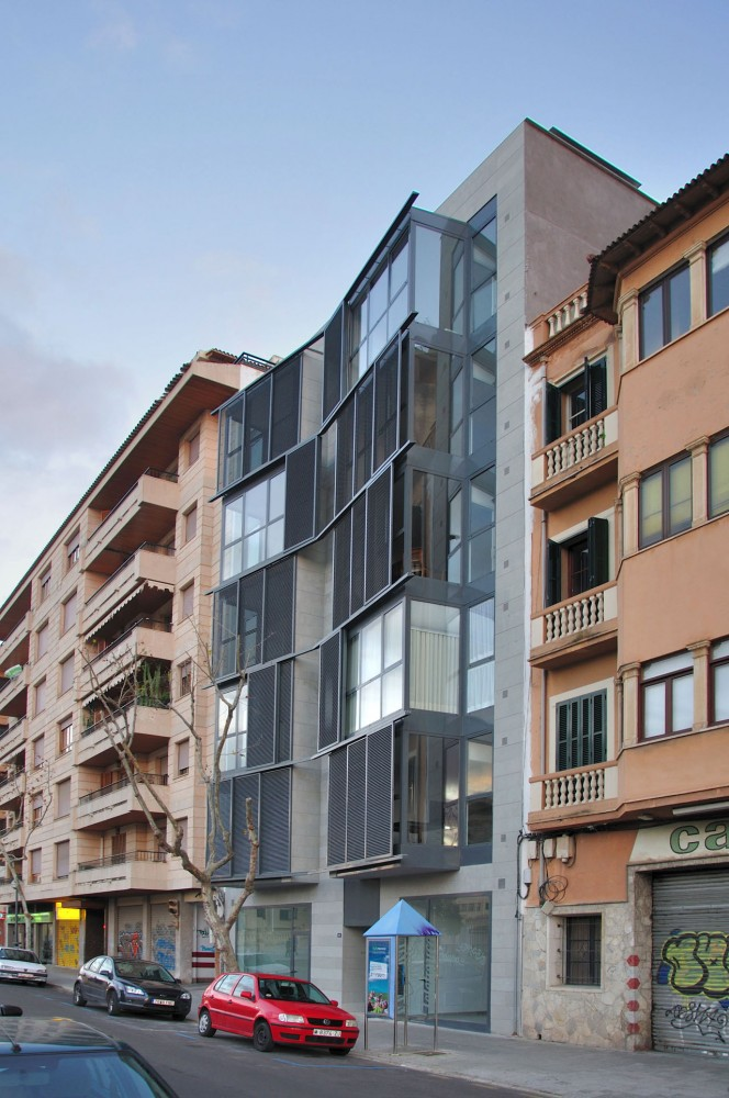 Housing Building at C/ Fontana / Duch-Pizá Arquitectos