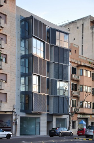 Housing Building at C/ Fontana / Duch-Piza Arquitectos Courtesy of Duch-Pizá Arquitectos