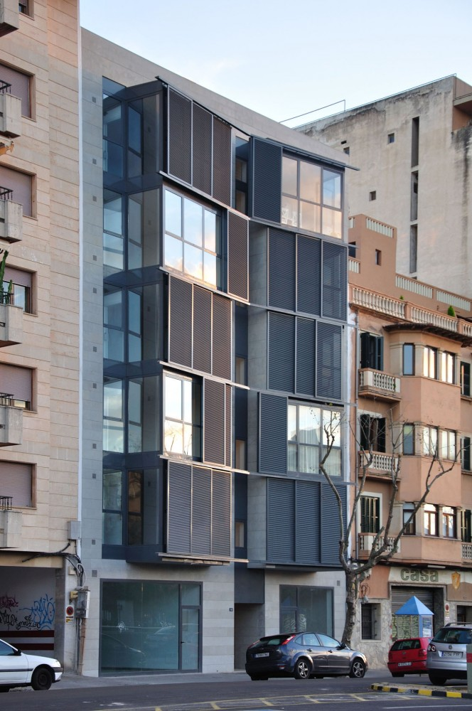 Housing Building at C/ Fontana / Duch-Piz Arquitectos