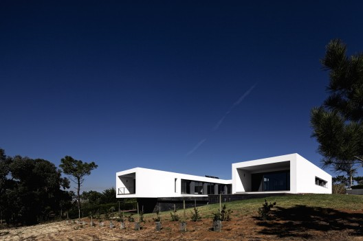 U House / Jorge Graca Costa  FG + SG