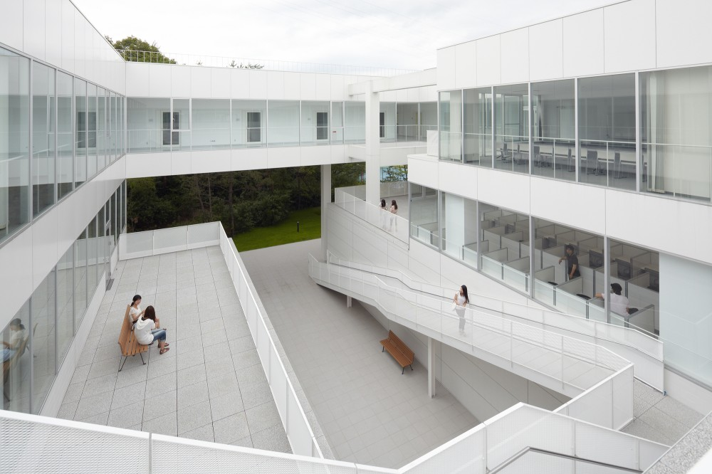 Setsunan University Hirakata / Ishimoto Architectural & Engineering Firm, Inc