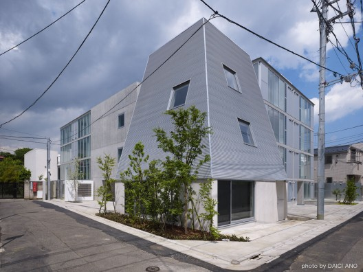 Yutenji Apartments / Koh Kitayama + architecture WORKSHOP  Daici Ano