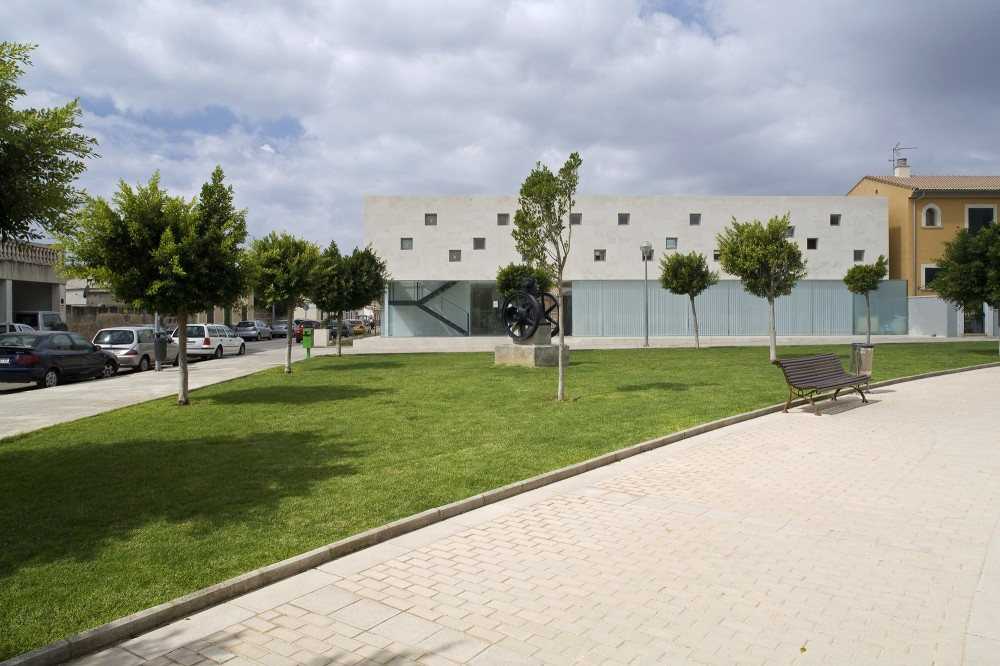 Cultural Center in Son Ferriol / Jordi Herrero + Sebastián Escanellas