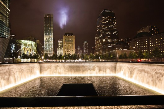 National September 11 Memorial / Handel Architects with Peter Walker (8) North Pool looking South © Joe Woolhead