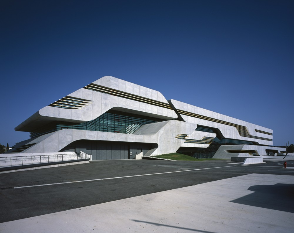 Architecture photography pierres vives zaha hadid for Terre montpellier archi
