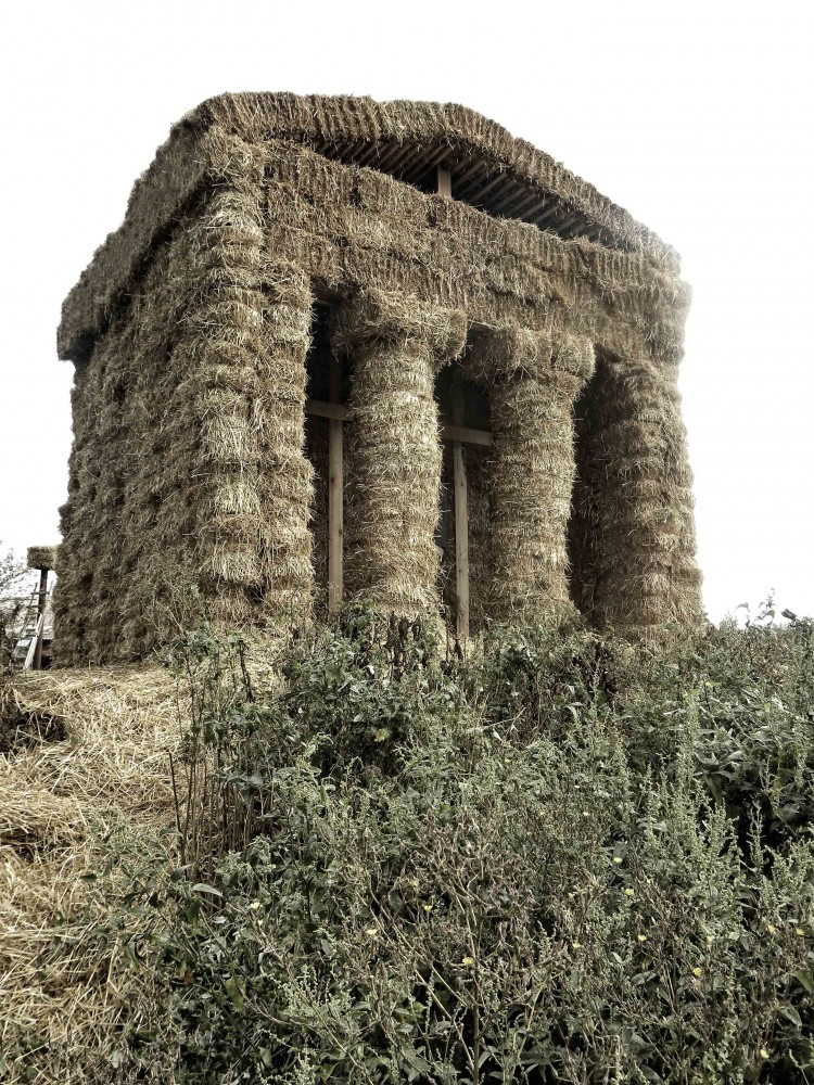 "Temple in Antis / AG ""LesoSplaw"""