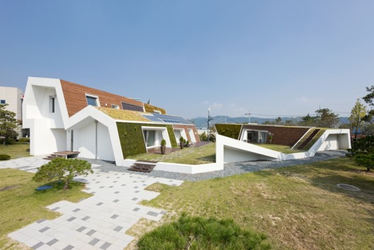 E+ Green Home / Unsangdong Architects  Sergio Pirrone