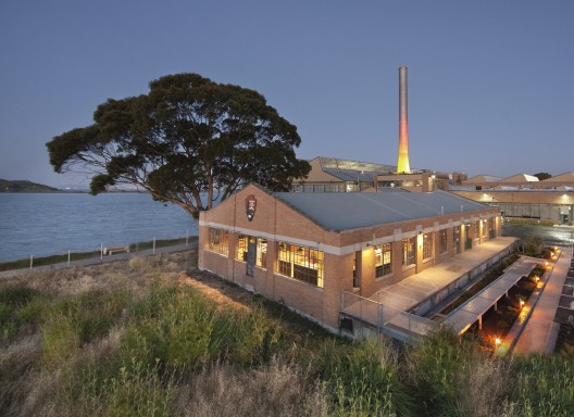 Rosie the Riveter Visitor Center / Marcy Wong Donn Logan Architects © Billy Hustace