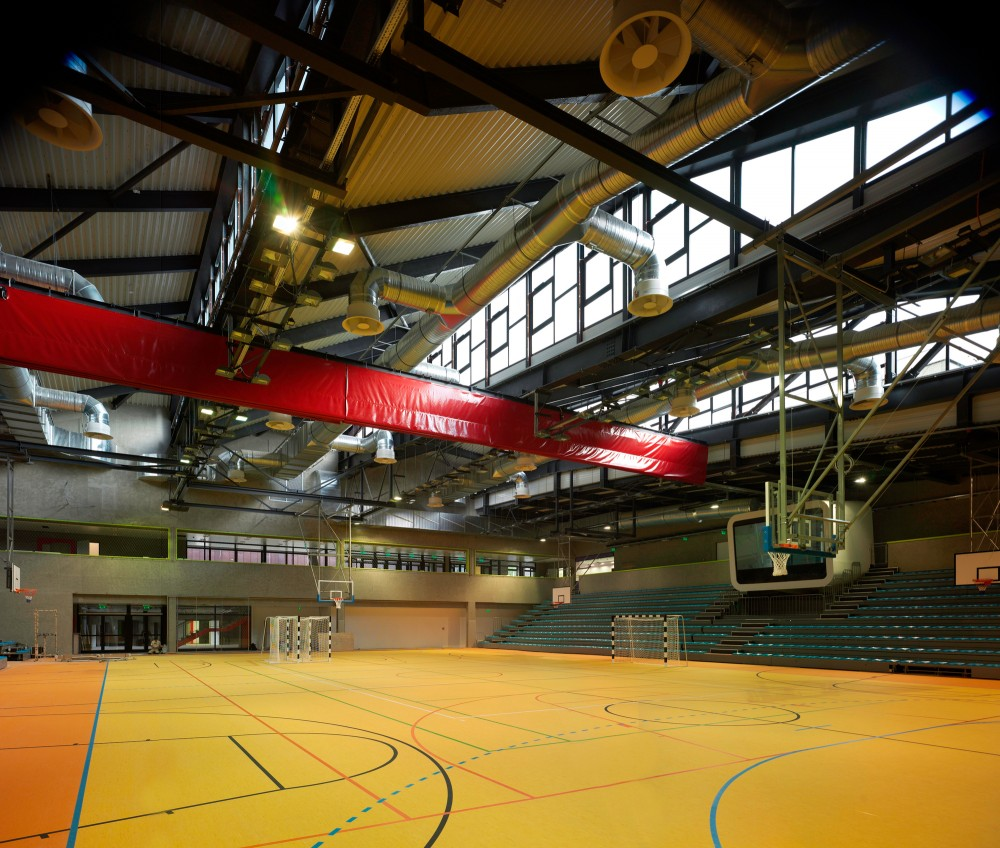 Sports Centre Csrsz / T2.a Architects