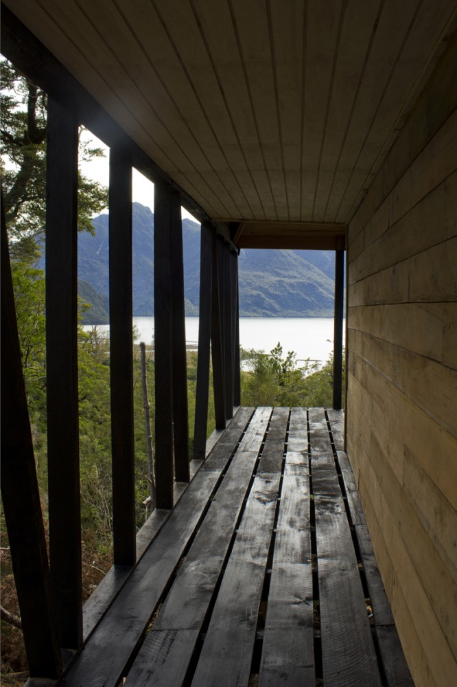 House in The Patagonia Fjords / Armando Montero + Samuel Bravo