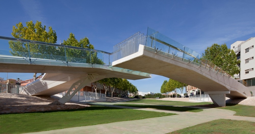 Kiss Bridge / Joaquin Alvado Bañon